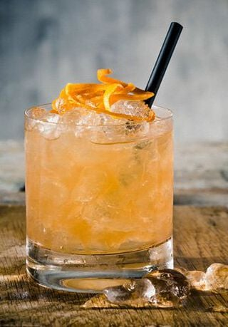 Een Rum Swizzle cocktail