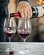 glazen rode wijn ingeschonken