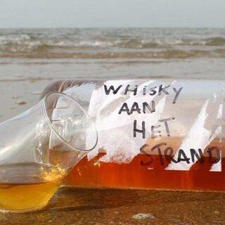 whiskey aan het strand