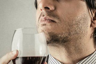 Ruiken aan wijn