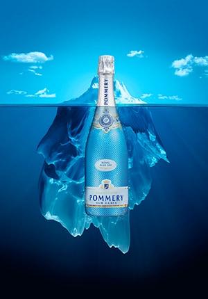 Een fles pommery met een ijsberg op de achtergrond