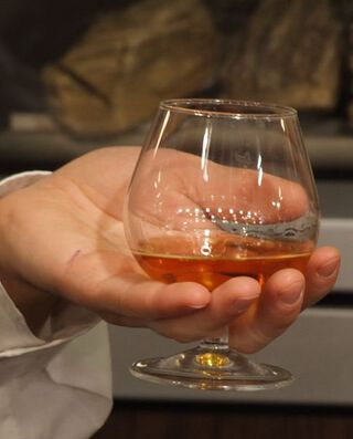 whisky glas in hand
