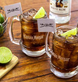 Een cocktail gemaakt met Captain Morgan Spiced Gold