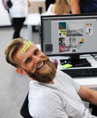 lachende man met baard
