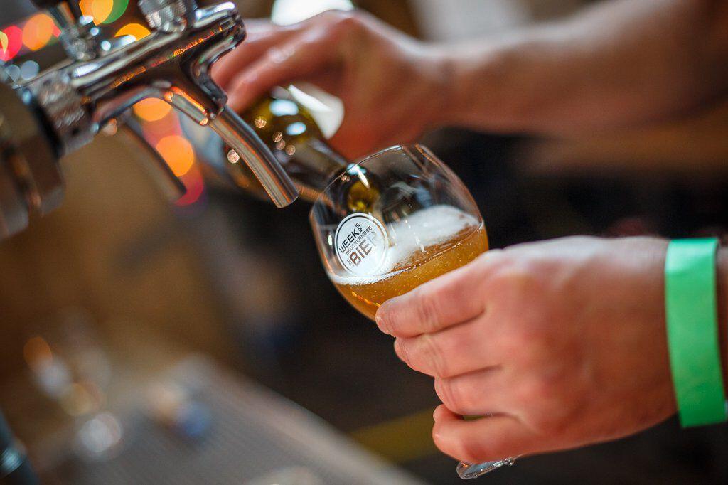 bierglas wordt getapt