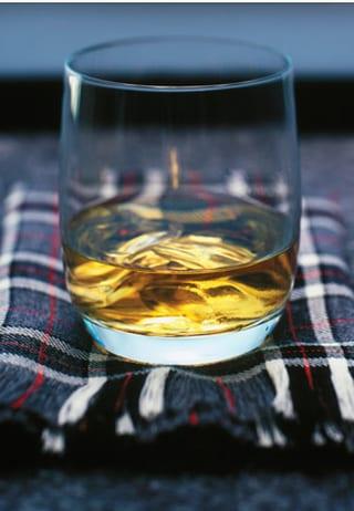 Een foto van een glas gevuld met Single Malt