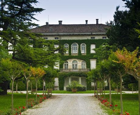 Het landhuis op de grond van Angoris