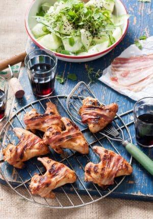 Chickenwings met ontbijtspek eromheen