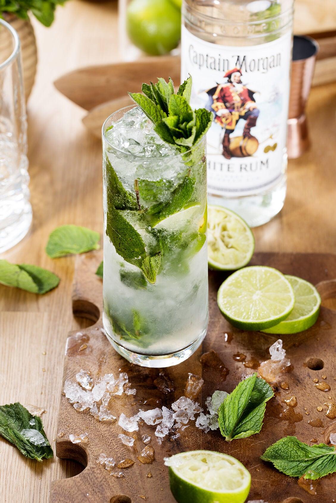 Een cocktail gemaakt met Captain Morgan White Rum