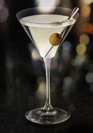 dirt martini met olijf in martiniglas