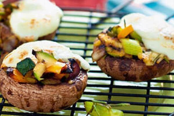 Vega: Portobello gevuld met geroosterde groenten en amandelen
