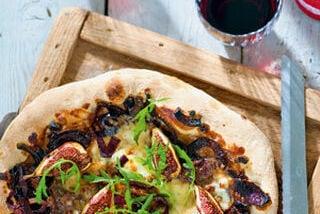 Vega: Pizza met mozzarella, vijg en rode ui
