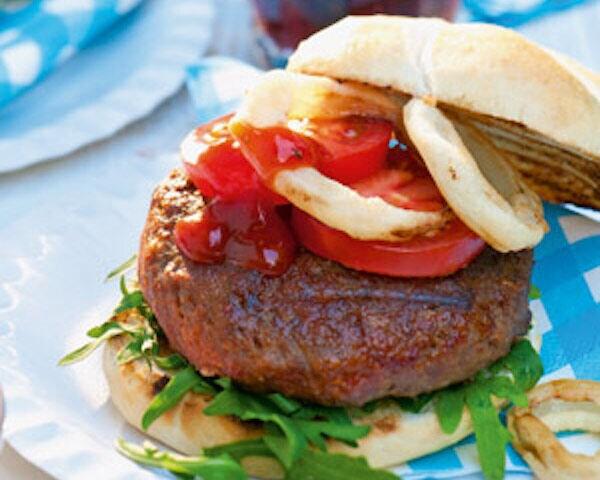 Hamburger met uienringen