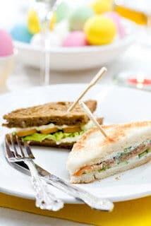 Sandwiches met zalm of gerookte kip