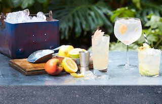 coctails op bar met fruit