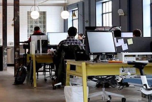 kantoor met computers