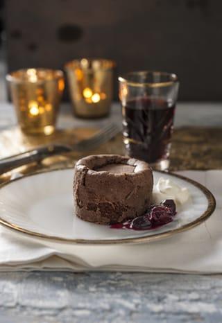 Kerst: Chocofondant met kardemomroom en fruitcoulis