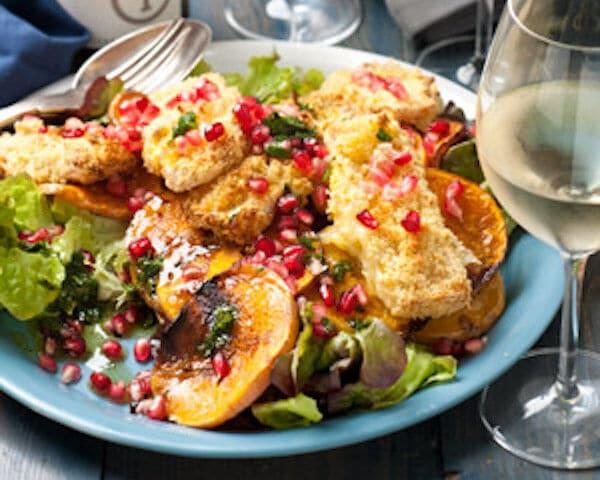 Salade met pompoen en gebakken brie