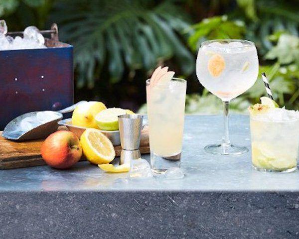 Gin tonics naast elkaar