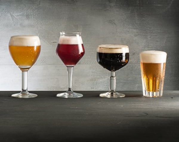 Verschillende soort bieren ingeschonken in glazen