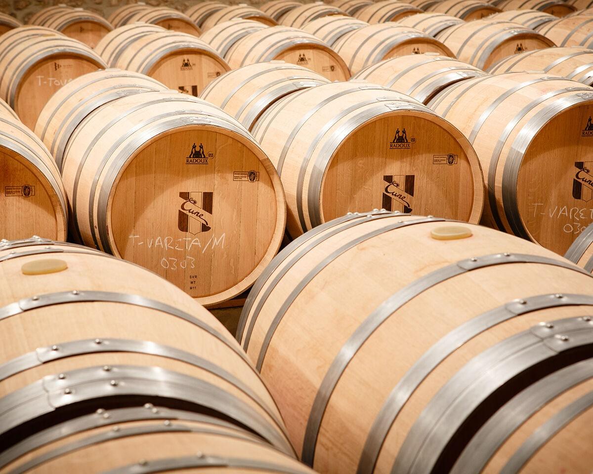 cune eiken wijnvaten in de eiffel wijnkelder