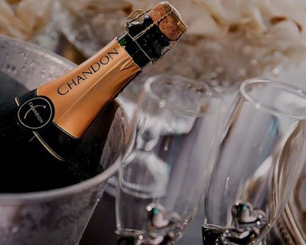 Hoe serveer je champagne?