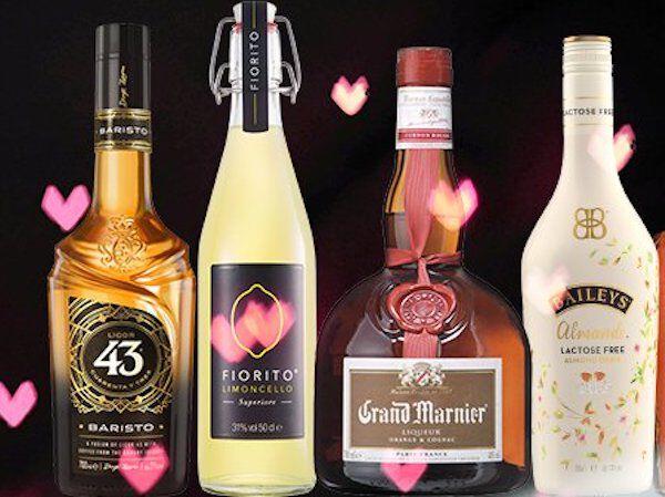 Zoete sterke drankflessen met roze hartjes